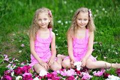 Un ritratto di due bambine Fotografie Stock Libere da Diritti