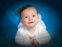 Un ritratto di 4 mesi del neonato Immagine Stock