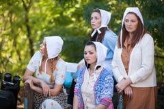 Un ritratto di quattro donne vestite in un retro stile rurale fotografia stock libera da diritti