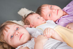 Un ritratto di tre bambini Immagine Stock