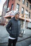 Un ritratto di un Newyorkese di vita nella ghiottoneria di un cornerstore immagine stock libera da diritti
