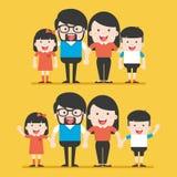 Un ritratto di una famiglia alla moda felice di quattro membri che posa insieme Fotografia Stock Libera da Diritti