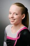 Un ritratto di una ginnasta su un fondo bianco. Fotografie Stock