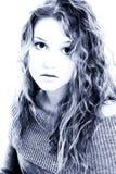 Un ritratto drammatico di una ragazza di sedici anni Immagini Stock Libere da Diritti
