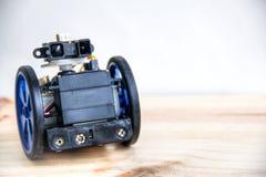 Un robot con gli occhi sulle ruote Immagini Stock