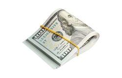 Un rotolo di 100 dollari di banconote isolate su bianco Fotografie Stock Libere da Diritti