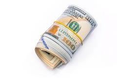 un rotolo di 100 dollari isolato Immagini Stock