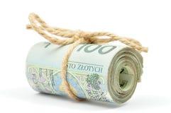 Un rotolo di 100 note di PLN legate con una corda Fotografie Stock Libere da Diritti