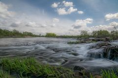 Un rotolo sul fiume del pino Immagine Stock