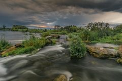Un rotolo sul fiume del pino Fotografie Stock