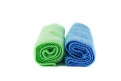 Un rouleau de serviettes vertes et bleues Photo libre de droits