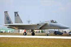 Un roulement sur le sol d'aigle de la grève F-15 Photo libre de droits
