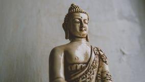 Un símbolo del budismo Figura de Buddha que se sienta Fotos de archivo