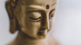 Un símbolo del budismo Figura de Buddha que se sienta Foto de archivo libre de regalías