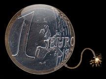Un símbolo euro de la crisis de la bomba de la moneda Fotos de archivo libres de regalías