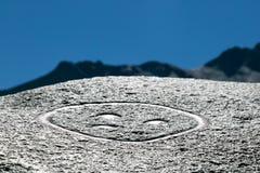Un símbolo mágico en una piedra fotografía de archivo libre de regalías