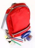 Un sac à dos rouge d'école Photographie stock