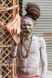 Un sacerdote hindú en el Kumbha Mela en la India Foto de archivo