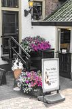 Un salone di gelato nella città fotografie stock libere da diritti