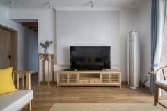 Un salone moderno ordinato e comodo immagine stock