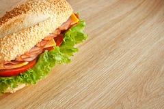 Un sandwich avec du jambon photographie stock libre de droits