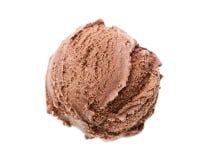 Un scoop de la crème glacée de chocolat de la vue d'oeil d'oiseaux d'isolement sur le fond blanc image libre de droits