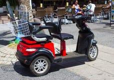 Un scooter d'incapacité a loué par un fabricant de vacances dans Playa Las Amériques dans Tenerife en Îles Canaries Photos libres de droits