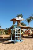 Un sedile per il bagnino alla spiaggia fotografia stock libera da diritti