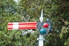 Un segnale stradale ferroviario dell'era coloniale britannica immagine stock libera da diritti