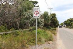 Un segno che non indica un'area diritta in Australia Fotografia Stock Libera da Diritti