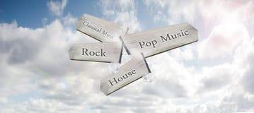 Un segno di legno dell'modo-indicatore che indica i generi differenti di musica in un cielo blu immagine stock libera da diritti