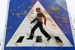 Un segno fangoso del passaggio pedonale Fotografia Stock Libera da Diritti