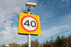 un segno 40 limiti di velocità Fotografie Stock Libere da Diritti