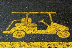 Un segno per il vicolo dell'automobile sulla strada Fotografia Stock