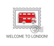 Un sello con el autobús de dos pisos de Londres Foto de archivo