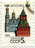 Un sello impreso en URSS que muestra la ciudad Moscú, circa 1990 fotos de archivo