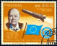 Un sello impreso por Panamá muestra la raya del azul de Sir Winston Churchill y del cohete foto de archivo