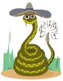 Un serpent à sonnettes vert dans un sombrero se repose sur le sable Personnage de dessin animé mignon illustration libre de droits