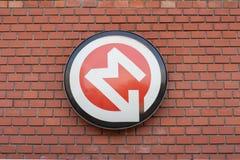 Un signe à l'entrée à la métro Photo stock