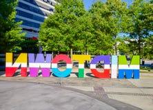 Un signe coloré qui orthographie le Midtown à Atlanta la Géorgie photos libres de droits