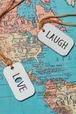Un signe d'amour et un rire se connectent une carte Image libre de droits