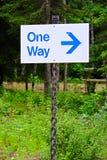 Un signe d'une manière avec une flèche de direction Photos libres de droits
