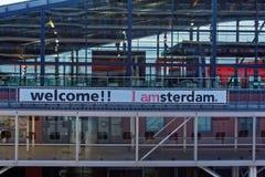 Un signe de accueil à la station de train d'Amsterdam photographie stock libre de droits