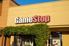 Un signe de construction pour GameStop photographie stock