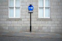 Un signe et mur de voie Image libre de droits