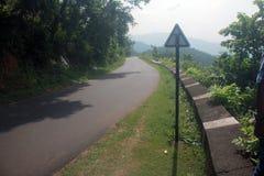 Un signe et une route Image stock