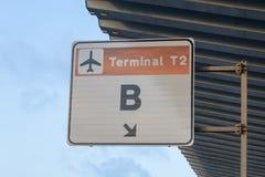 Un signe pour le T2 terminal B à l'aéroport de Barcelone Photographie stock libre de droits