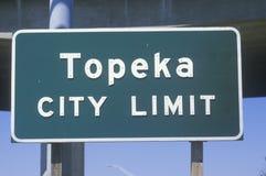 Un signe qui lit le ½ de ¿ de limitï de ville de Topeka de ½ de ¿ d'ï Photo libre de droits
