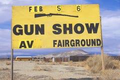 Un signe qui lit le ½ de ¿ de poids du commerce Fairgroundï de salon d'armes à feu de ½ de ¿ d'ï Photo stock