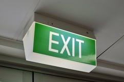Un signe vert de sortie Images libres de droits